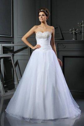 Robe de mariée longue de traîne moyenne en satin avec perle de col en cœur
