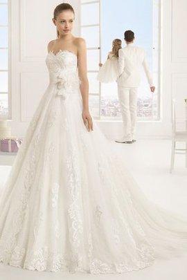 Robe de mariée romantique avec fleurs de col en cœur a eglise a-ligne