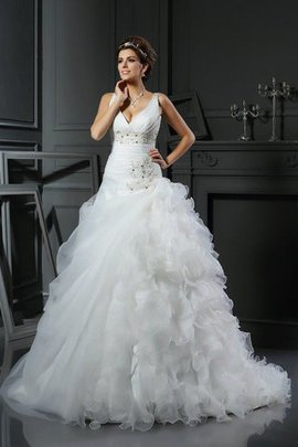 Robe de mariée longue avec lacets v encolure de tour de ceinture en haute en organza