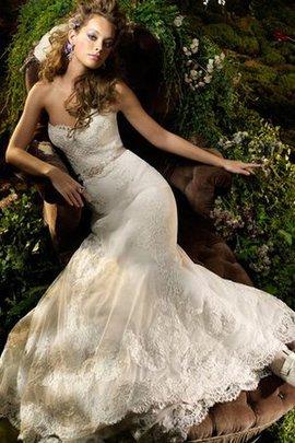 Robe de mariée charmeuse en dentelle de traîne courte de col en cœur a-ligne