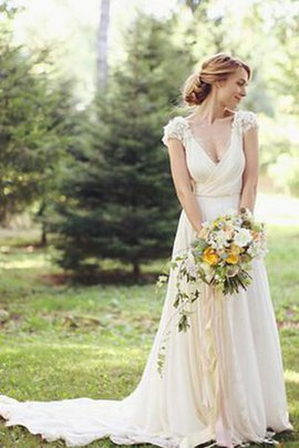 Robe de mariée intemporel en dentelle ruché v encolure de traîne courte