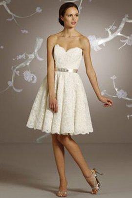 Robe de mariée solennel naturel festonné col en forme de cœur décolleté dans le dos