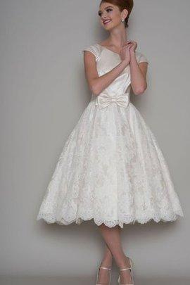 Robe de mariée simple encolure ronde en dentelle avec ruban jusqu'au mollet