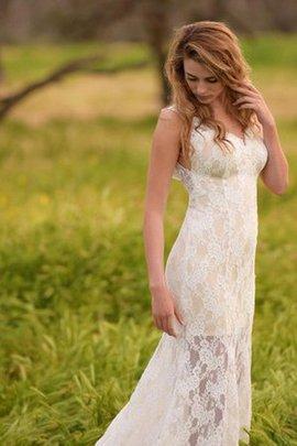 Robe de mariée intemporel luxueux en dentelle de col en v au bord de la mer