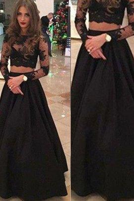 Robe de soirée naturel avec manche longue jusqu'au sol encolure ronde de princesse