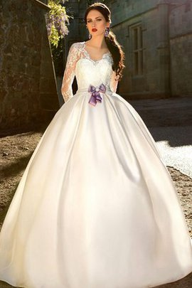 Robe de mariée festonné longueur au ras du sol avec ruban en satin avec manche longue