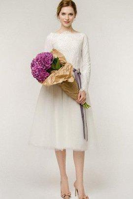 Robe de mariée sobre en dentelle avec ruban longueur mollet textile en tulle