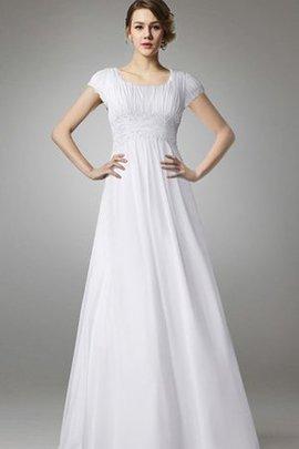 Robe de mariée sobre facile nature en grandes tailles decoration en fleur