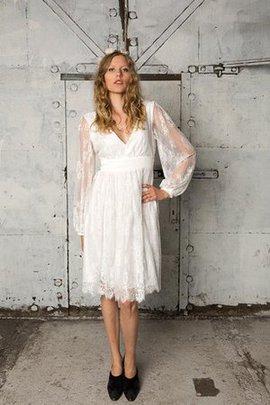 Robe de mariée nature en forme en dentelle v encolure de longueur à genou