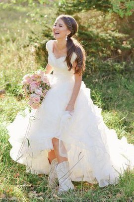Robe de mariée distinguee romantique avec gradins en organza v encolure