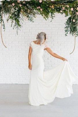 Robe de mariée distinguee chic vintage avec manche épeules enveloppants ligne a